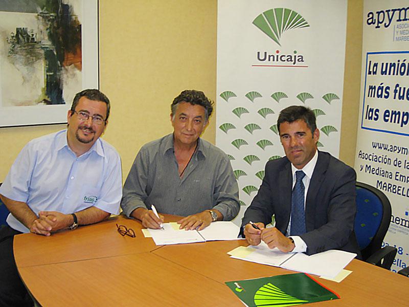 20140805 firma-acuerdo-unicaja-banco-apymem