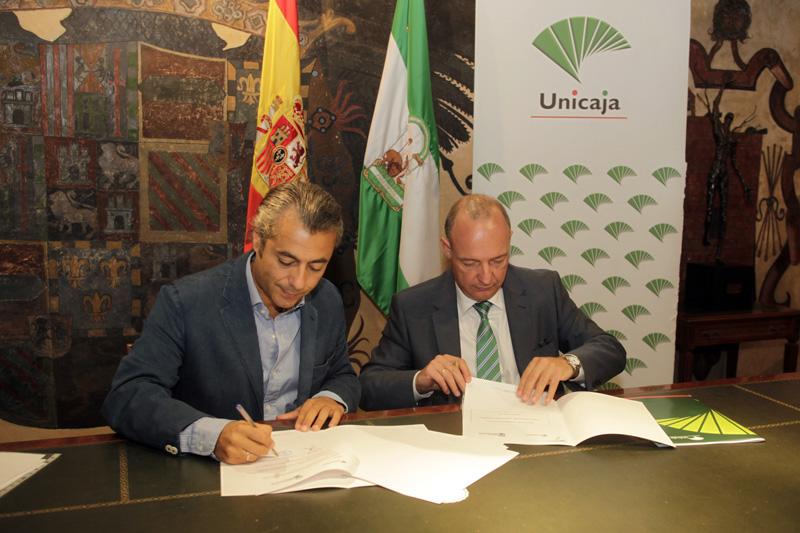 El acuerdo permitirá a los nuevos emprendedores y a las pequeñas empresas que se creen una financiación de hasta 25.000 euros a un tipo de interés del 5,5 por ciento